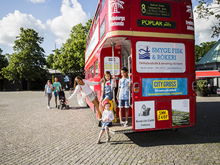 Londonbussen med busiga barn